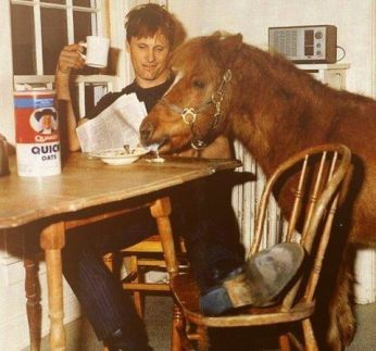 OMG he's sharing his oatmeal with A PONY